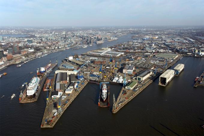 Blohm + Voss Werftgelände (Millenium Falcon, anyone?)